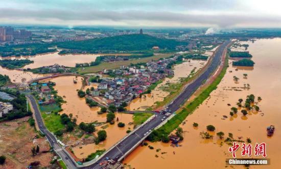 資料圖:無人機航拍江西省吉安市城區以及吉水縣、泰和縣等地的洪澇災害畫面。吳建華 攝