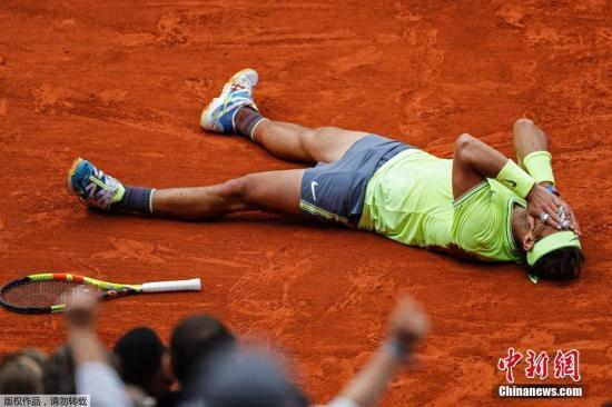 """当地时间6月9日,在2019年法国网球公开赛中,""""红土之王""""纳达尔以总比分3:1战胜对手蒂姆,第12次夺得法国网球公开赛男单冠军,这也是纳达尔获得的第18个大满贯冠军头衔。"""