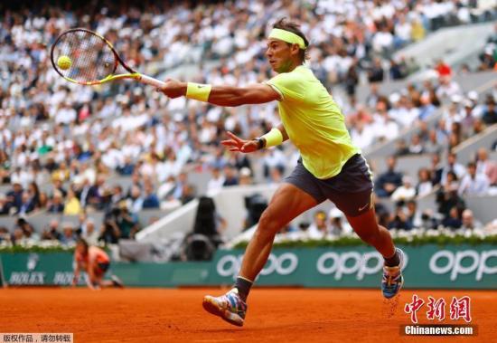 33岁的纳达尔在不断突破自己。资料图为纳达尔在法网比赛中。