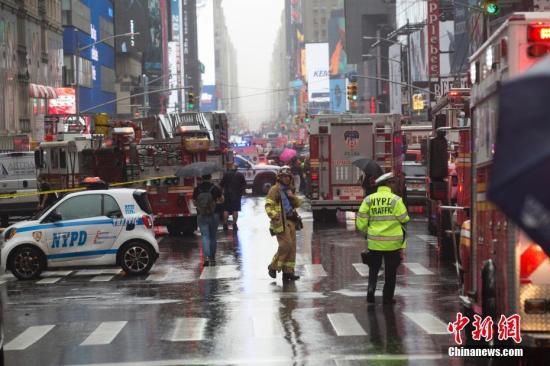 材料图:纽约市差人封闭街区。a target='_blank' href='http://www.chinanews.com/'中新社/a记者 廖攀 摄