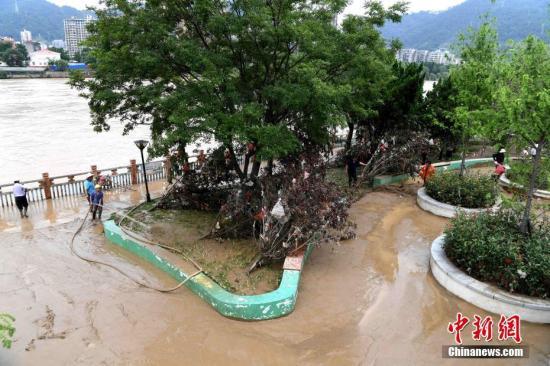 材料图:祸建强降雨致涝。张斌 摄