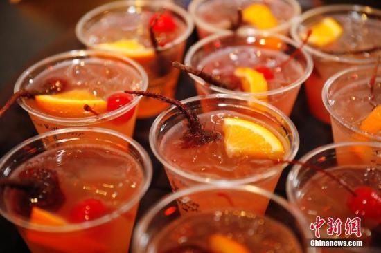 资料图:酒类饮品。中新社记者 刘关关 摄