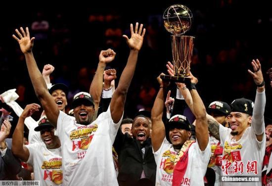 洛瑞7年的坚守,换来了NBA历史首度总冠军花落美国本土之外。