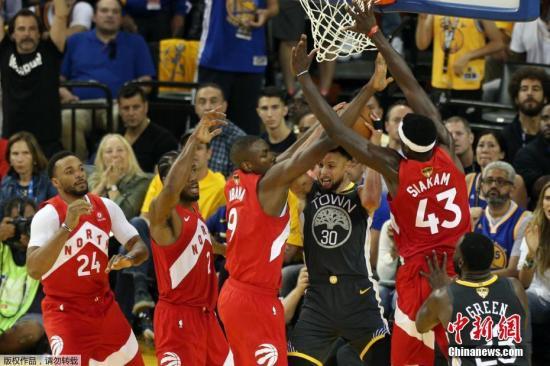 【材】【料】【图】【:】NBA【季】【后】【赛】【频】【夏】【】【议】【判】【奖】【。】