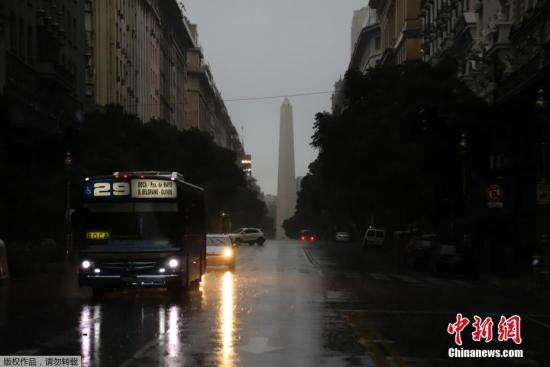 6月16日,阿根廷动力部称,因为电力互联体系瘫痪,阿根廷全国大范围停电。