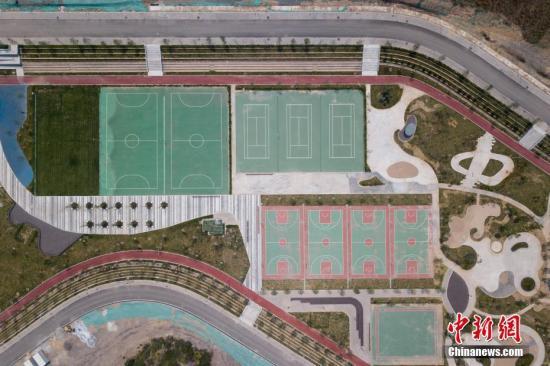 资料图:山西省太原市,航拍占地约180亩的体育公园。<a target='_blank' href='http://www.chinanews.com/'>中新社</a>记者 韦亮 摄
