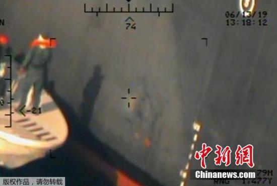 当地时间6月17日,继之前发布疑似阿曼湾油轮事情的视频之后,美国又发布了疑似与阿曼湾油轮事情相关的新相片,继续责备伊朗该对此事情担任。