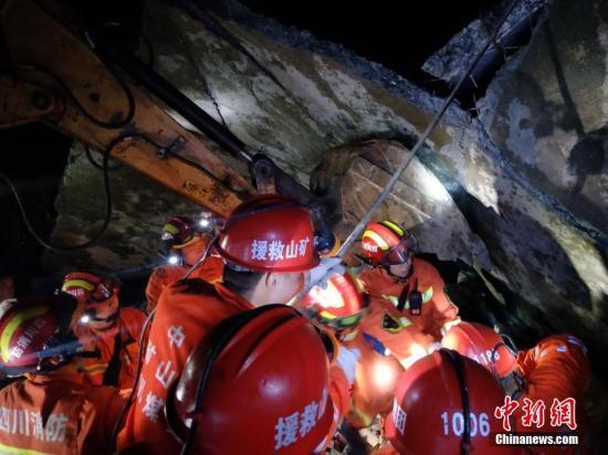 四川宜賓長寧發生6級地震 武警救出被埋民眾6人