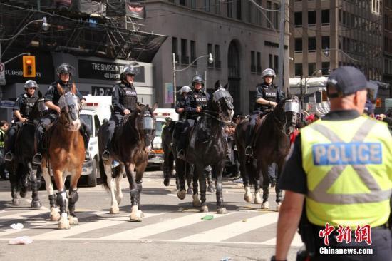 加拿大多伦多等地发生反对种族主义游行示威图片