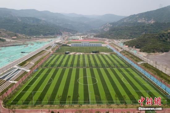 中国实施足球场建设专项行动 部分球场可获200万补助