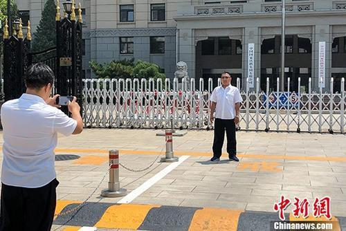 6月18日,中���F路�公司改制成立中����家�F路集�F有限公司,并在北京正式�炫啤�D��擅��F路�工在中����家�F路集�F有限公司�T前拍照留念。<a target='_blank' href=