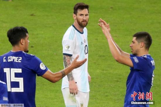 不得不说,阿根廷的实力确实处于下降趋势。(资料图:梅西在阿根廷1:1战平巴拉圭的比赛中。)