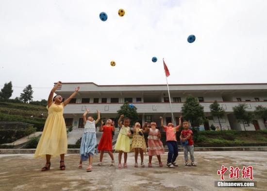 世界最大规模教师群体背后的公平与均衡