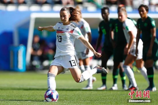 德国为首的欧美力量合力挑战美国女足。<a target='_blank' href='http://youthbuk.com/'>中新社</a>记者 富田 摄