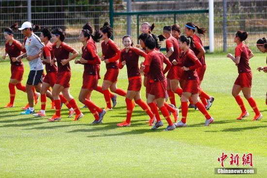 在赛前备战中,中国女足对加时赛和点球大战做了特别准备。<a target='_blank' href='http://www.chinanews.com/'>中新社</a>记者 富田 摄