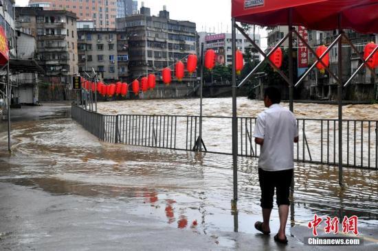 资料图:暴雨天气。/p中新社记者 吕明 摄