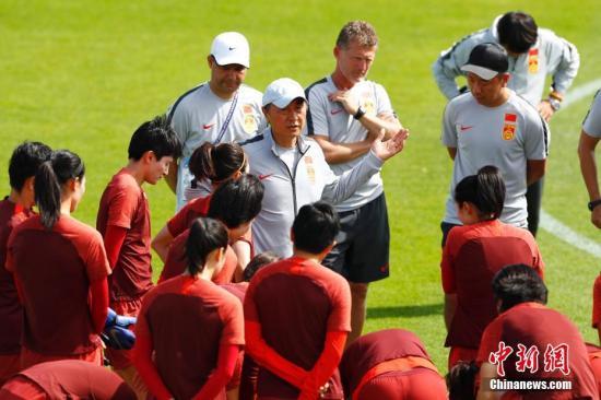 经过8天的休整后,中国女足将在接下来的淘汰赛中对阵强敌意大利。 <a target='_blank' href='http://www.chinanews.com/'>中新社</a>记者 富田 摄
