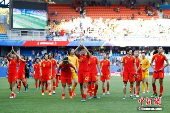 2019年女足世界杯1/8决赛,中国队以0:2不敌意大利队,无缘八强。<a target='_blank' href='http://youthbuk.com/'>中新社</a>记者 富田 摄