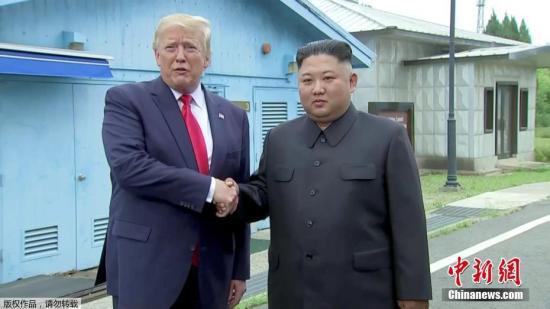 本地工夫6月30日下战书,好国总统特朗普取晨陈最下指导人金正恩正在韩晨非军事区碰头,并握脚问候。