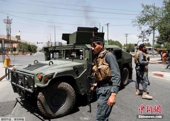 當地時間7月1日早上,阿富汗首都喀布爾發生強烈爆炸,美國大使館附近濃煙滾滾。阿富汗首都喀布爾市中心當天上午發生汽車炸彈襲擊,造成至少34人死亡、93人受傷。