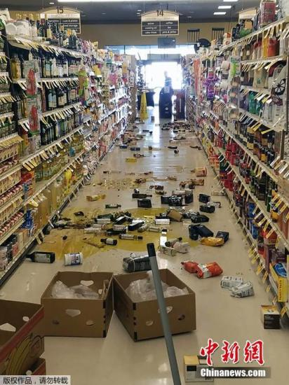 本地工夫7月4日上午10时33分,好国北减州科恩郡里偶渴攀莱斯特(Ridgecrest)四周发作里氏6.4级。那是远25年去发作正在北减州的最年夜。图减州本地一家超市,货架的商品集降一天。