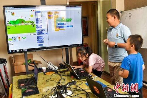 资料图:校外培训班。中新社记者 刘新 摄