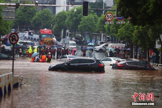 应急管理部:消防救援队伍汛期共营救遇险被困群众6464人