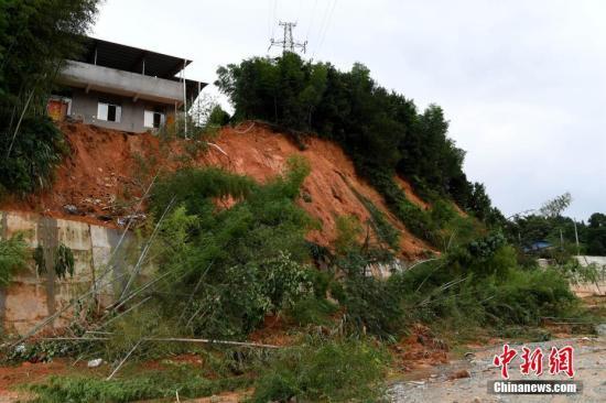 7月10日,连日来的强降雨导致福建省浦城县多地发生山体滑坡。<a target='_blank' href='http://maritimecu.com/'>中新社</a>记者 王东明 摄