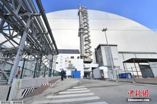 1986年4月26日切���Z�利核�站第四�C反��堆�l生爆炸。�蹩颂m的核�射污染��12��地�^,污染面�e��5�f平方米。