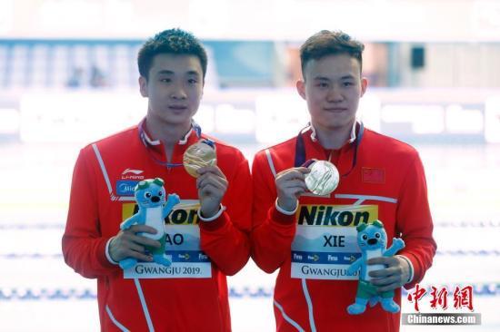 2019游泳世锦赛男子三米板,中国选手曹缘/谢思埸以439.74分夺得冠军。<a target='_blank' href='http://www.chinanews.com/'>中新社</a>记者 韩海丹 摄