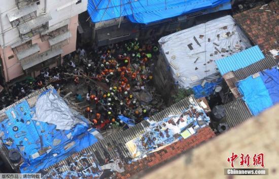 当地时间7月16日,在印度金融和娱乐之都孟买,一座四层住宅楼发生倒塌。据当地一名官员称,该起事故已致2人死亡数人被在废墟当中。