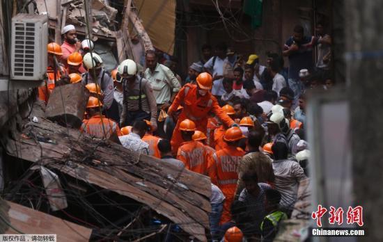 雨季来临时,豪雨常在孟买造成灾情,包括导致较老旧或建筑质量不良的建物受损,近年已发生多起建筑物倒塌事件。