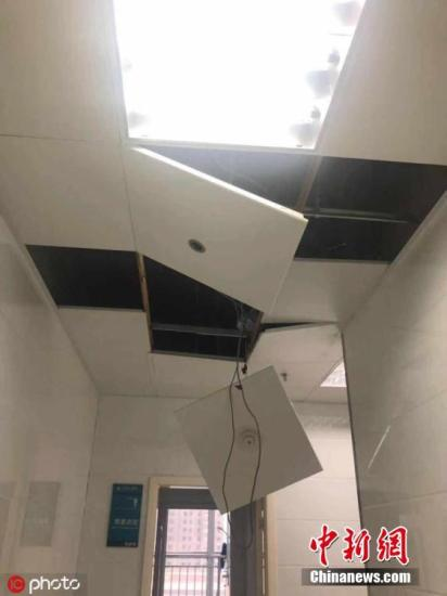 2019年7月19日下午17时50分左右,河南三门峡市义马市气化厂发生爆炸事故,方圆3公里之内门窗玻璃很多被震碎,有的室内门也被气浪冲落。目前人员伤亡情况不详。 图片来源:ICphoto