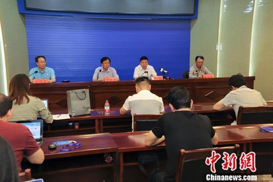 :7月20日,河南省三门峡市官方就发生在当地的义马气化厂爆炸事故通报称,现场搜救工作基本结束。确认死亡12人,另有3名失联人员遗体已找到,正在确认身份。<a target='_blank' href='http://mingyangjixie.com/'>中新社</a>记者 王中举 摄