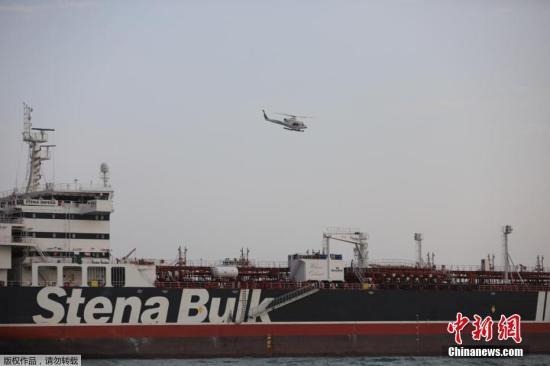 """資料圖片:伊朗伊斯蘭革命衛隊日前公布了在霍爾木茲海峽扣押""""史丹納帝國""""號的過程。"""