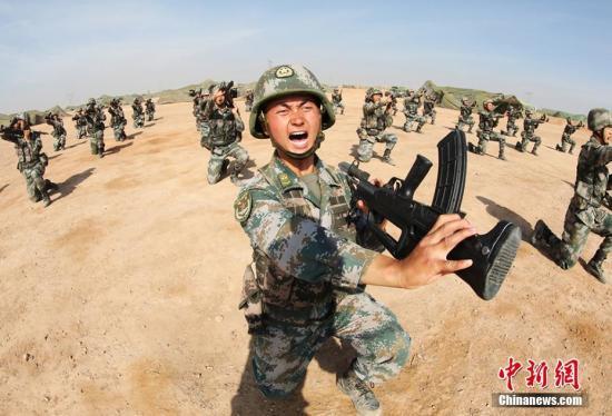 资料图:中国人民解放军陆军官兵。李忠元 摄