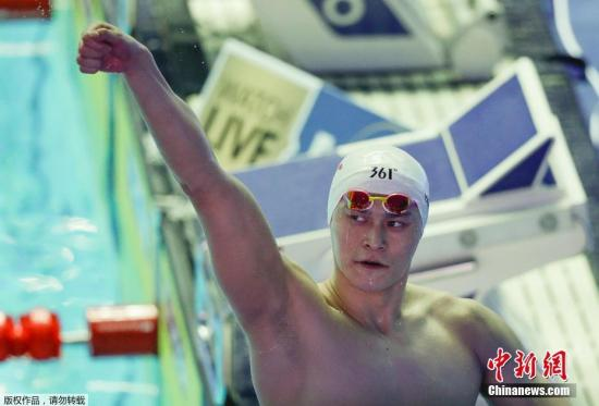 7月23日,正在2019年光州泅水世锦赛须眉200米自在泳决赛中,第七次交战的中国泅水发甲士物孙杨以1分44秒93的佳绩力压群雄,胜利卫冕!至此,他也正在小我项目(没有露接力)金牌榜胜利逾越好国名将罗切特的10金,独有第两名。