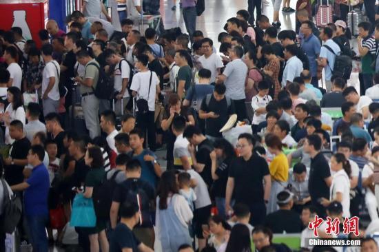 广铁暑运运客首破亿人次 高铁占七成
