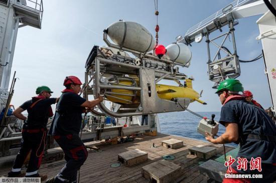 """当地时间7月22日,法国国防部长帕尔丽在其社交网络账号上宣布,法国军方找到了50年前在法国南部土伦港附近海域沉没的潜艇""""密涅瓦""""号的残骸。"""