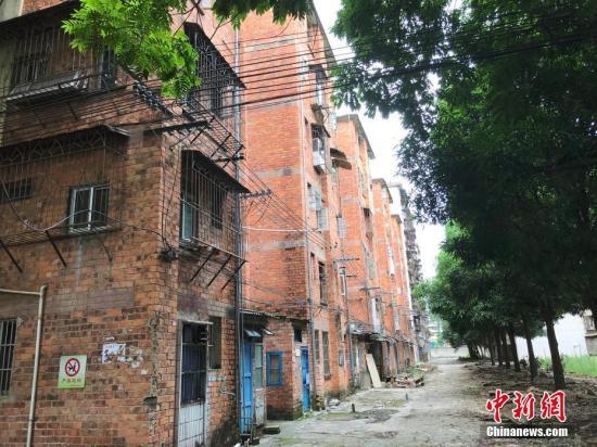 资料图:南宁一旧小区拆迁改造。蒋雪林 摄