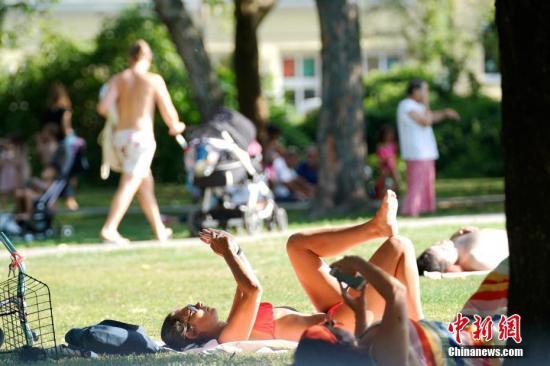 7月25日,囊括全部欧洲的极度低温气候使德国连两天革新最下气温记载。。a target='_blank' href='http://www.chinanews.com/'种孤社/a记者 彭年夜伟 摄