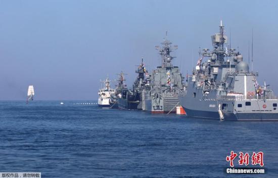 英国驱逐舰越境遭俄警告性射击 俄方:无礼的挑衅