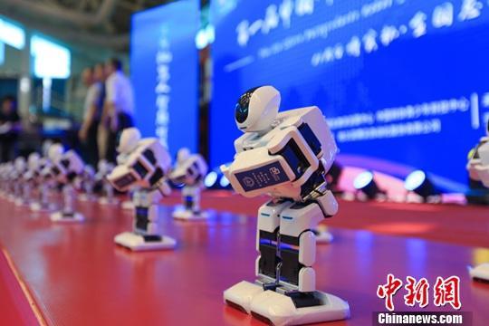 资料图:7月27日,首届中国研究生机器人创新设计大赛全国总决赛上的机器人。中新社记者 吕品 摄