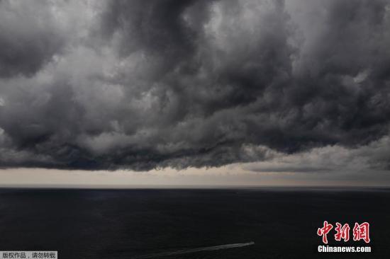 欧洲遭暴风雨袭击拉响防洪警报 数百架次航班取消