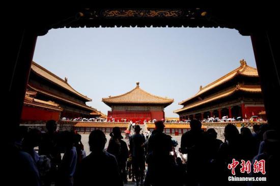 资料图:故宫景区游人如织。中新社记者 杜洋 摄