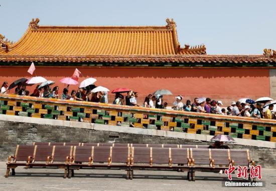 材料图:旅客正在故宫内旅游。a target='_blank' href='http://www.chinanews.com/'中新社/a记者 杜洋 摄
