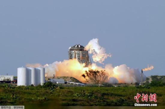"""7月29日消息,近日,太空探索公司在美國得州南部對其未來飛船的原型——""""星蟲""""成功進行了首次自由懸浮測試,高度大約20米,離載人火星又近一步。資料圖"""