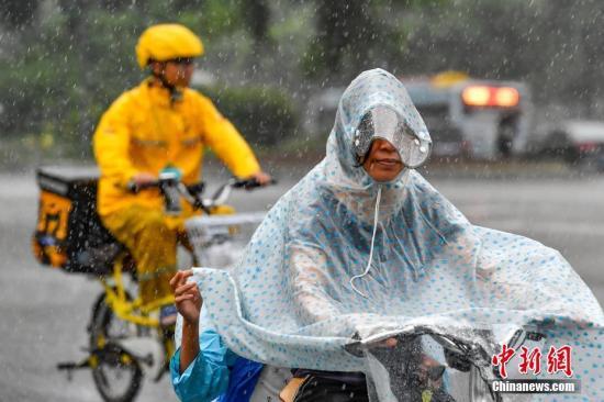 """台风""""韦帕""""远离 香港取消所有热带气旋警告信号"""