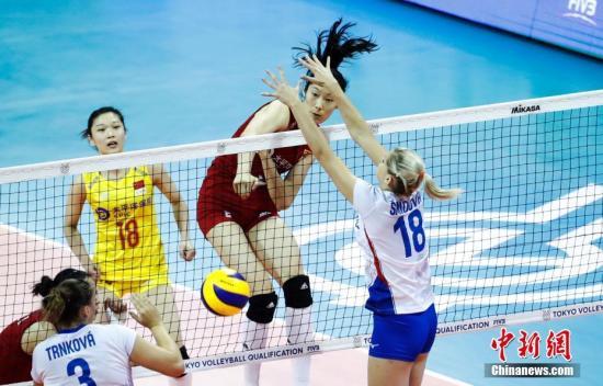 8月2日,中國女排以3比0戰勝捷克女排迎來東京奧運會女排資格賽開門紅。當日,東京奧運會女排資格賽拉開戰幕。湯彥俊 攝