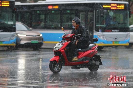 东北地区及四川盆地等地未来三天有较强降水